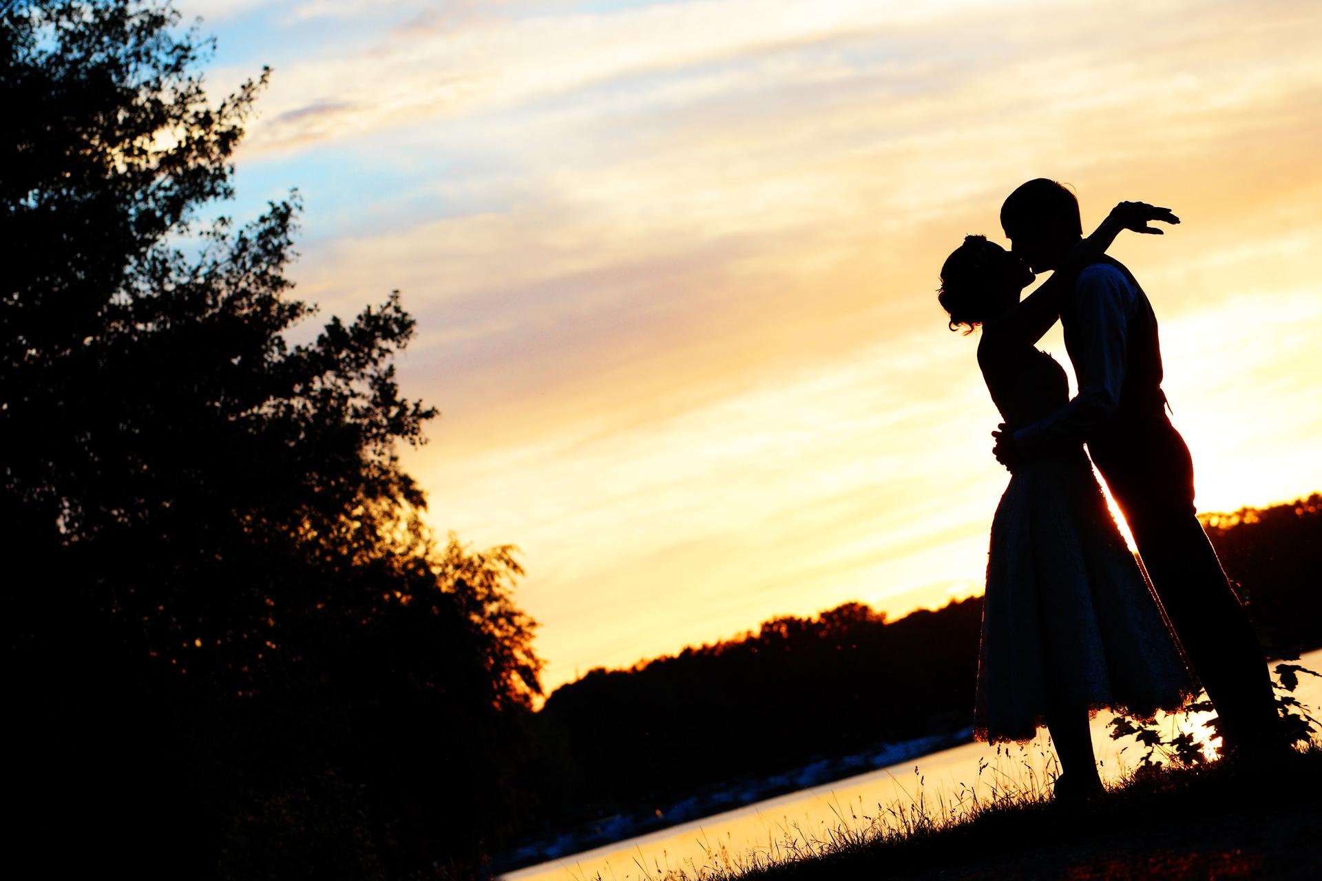 Hochzeitsfotograf Caputh Silhouette Hochzeitspaar im Sonnenuntergang