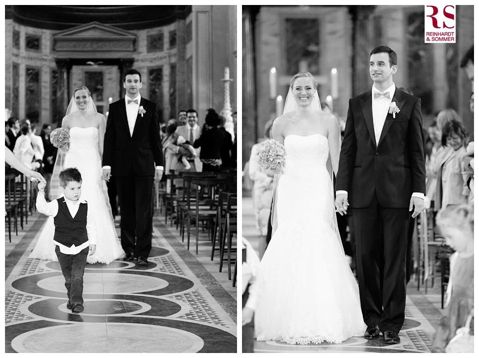 Auszug von Braut und Bräutigam nach einer kirchlichen Trauung in Potsdam