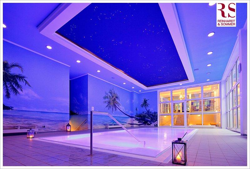 Neben einem ruhigem Hallenbad, verfügt der neue Wellness-Bereich Aquamarin auch über einen beheizten Außenpool!