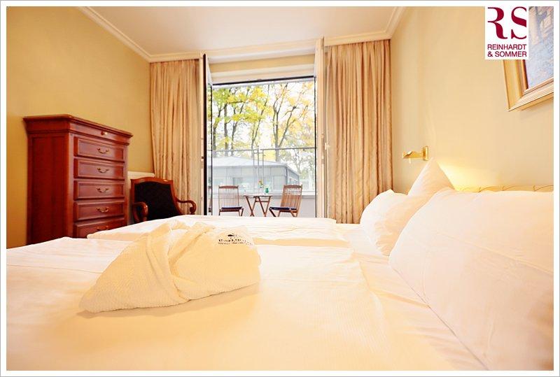Der Blick aus den verschiedenen Zimmern des Inselhotel führt ins Grüne!