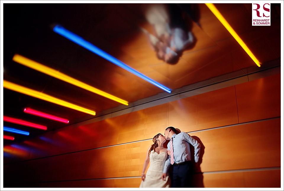 Hochzeitsfotos im Kongresshotel: immer wieder finden sich spannende Orte für tolle Brautpaarfotos