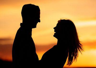 Verlobungsshooting im Sonnenungergang