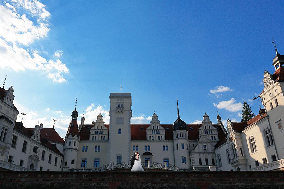 Brautpaarfoto vor dem Schloss Boitzenburg