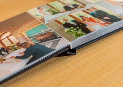 Hochzeitsalbum mit LayFlat-Bindung ohne störenden Rand in der Mitte für Hochzeitsfotos von Reinhardt und Sommer, Hochzeitsfotografen für Potsdam und Brandenburg