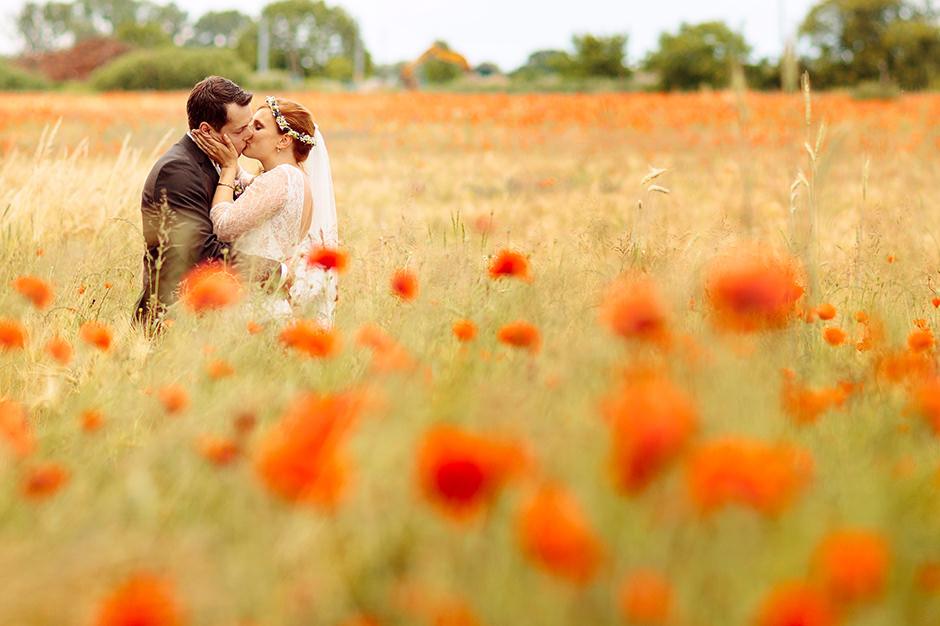 Hochzeitsshooting im Mohnfeld