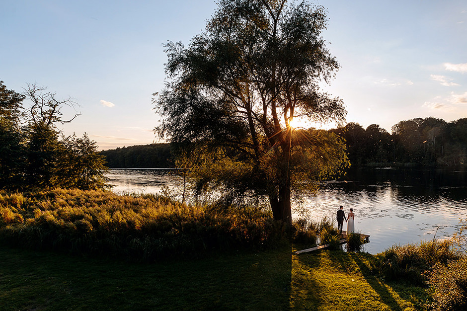 Brautpaarshooting zum Sonnenuntergang im Landgut Stober