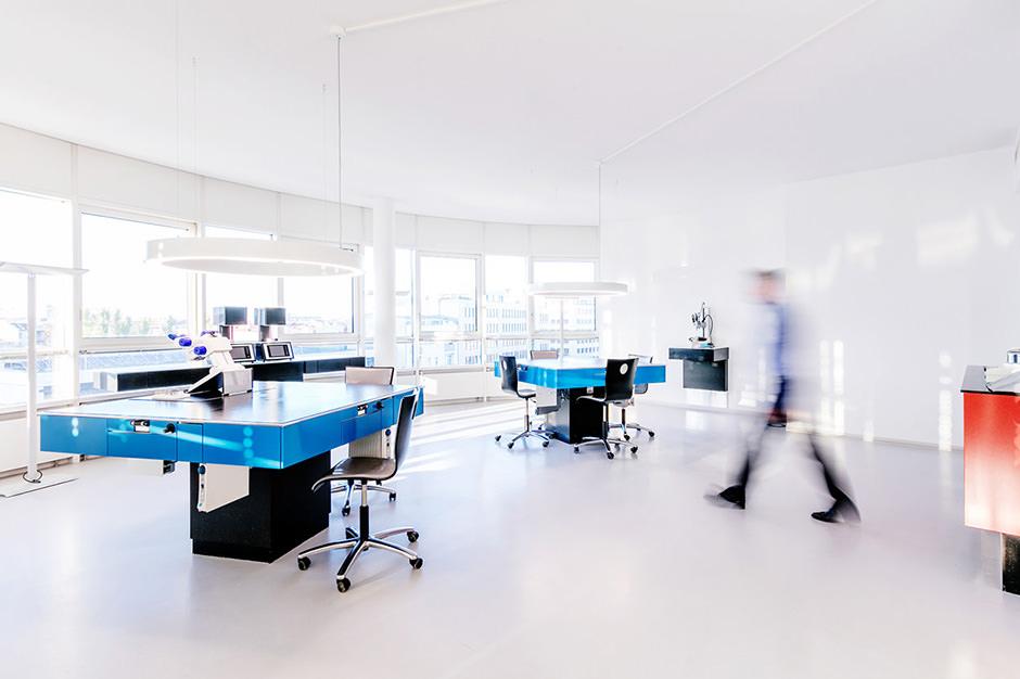 Innenaufnahme von Architekturfotograf eines Zahnlabors in Berlin