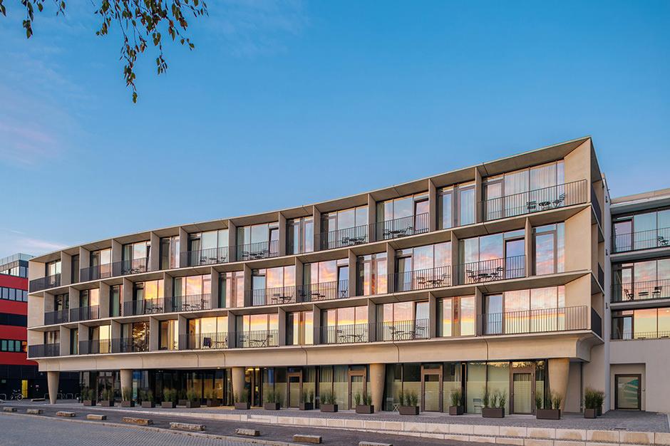 Hotelfotograf: Das Waveboardhouse in Potsdam in einer Aussenaufnahme