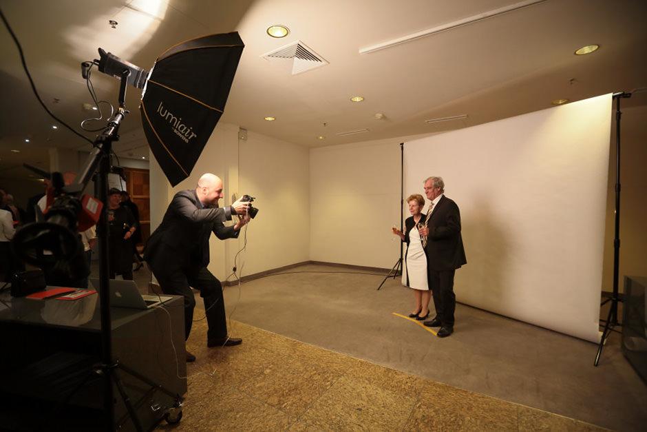 Ankommende Gäste werden fotografiert