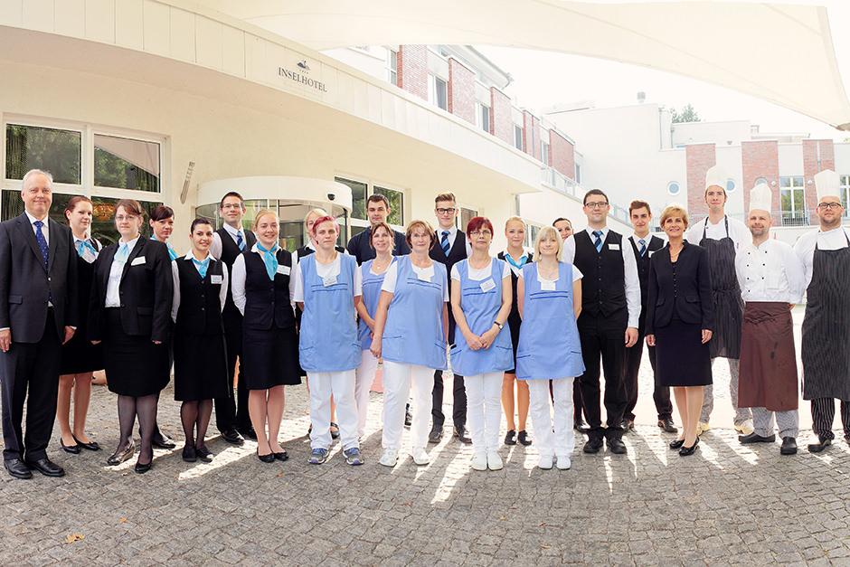 Belegschaftsfoto mit Mitarbeitern eines Unternehmens
