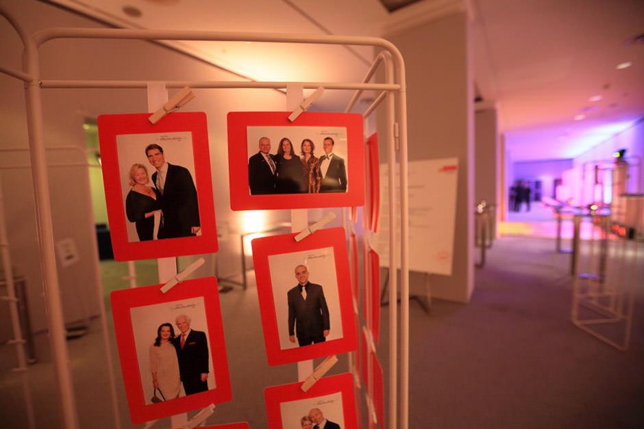 Fotos aus dem Drucker auf einer Veranstaltung