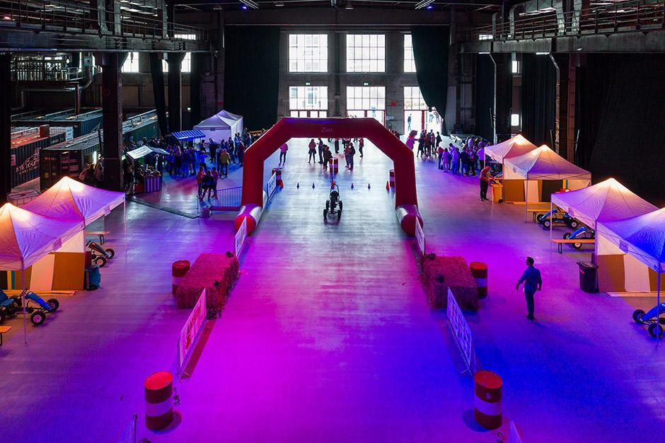Veranstaltungsfoto mit Drohne von Meeting mit Kettcars und viel Spaß