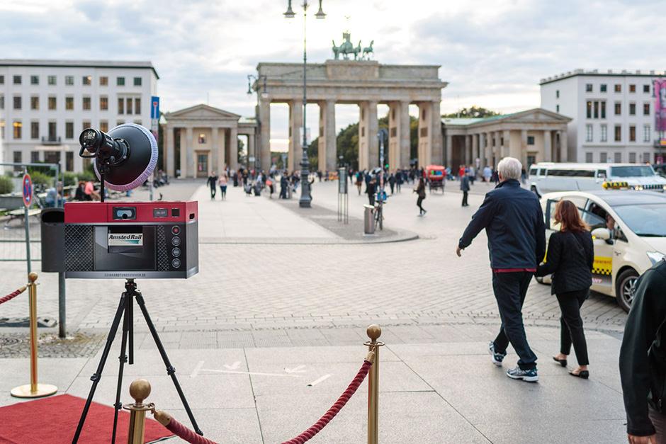 Fotobox mit Fotodruck in Berlin vor dem Brandenburger Tor