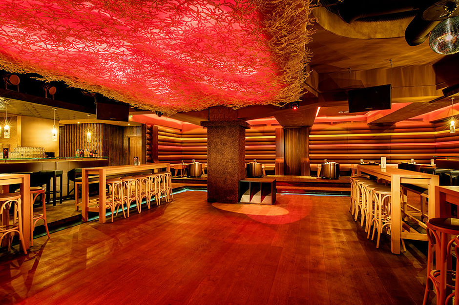 Innenaufnahme Dancefloor einer Disco in Berlin