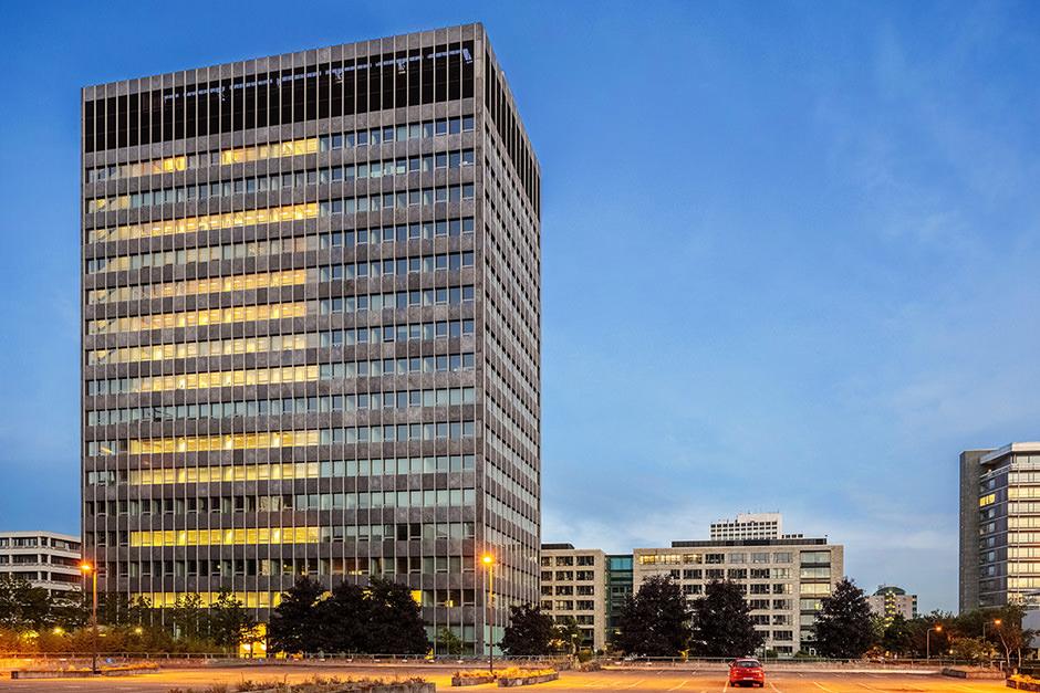 Eine Niederlassung in Frankfurt Main zur Blauen Stunde