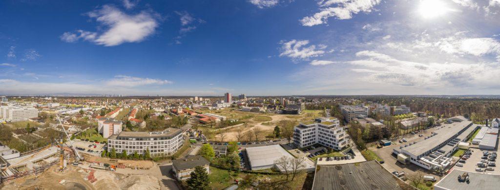 Panoramafoto mit Drohne von einem Grundstück bei Frankfurt
