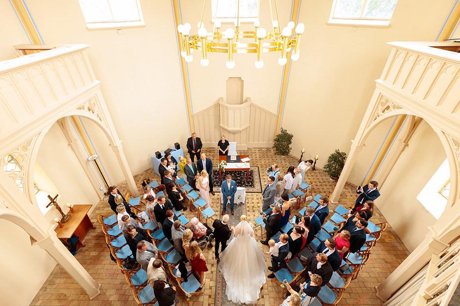 Hochzeit mit standesamtlicher Trauung in der Kirche am Neuendorfer Anger in Potsdam