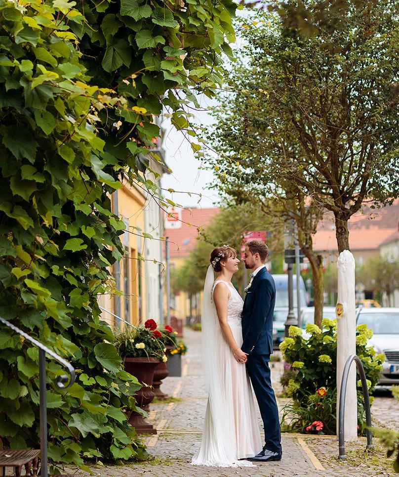 Hochzeitspaar nach der Trauung in der Postkutscherei