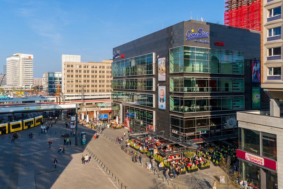 Luftbild von Immobilien in Berlin: Kino am Alexanderplatz
