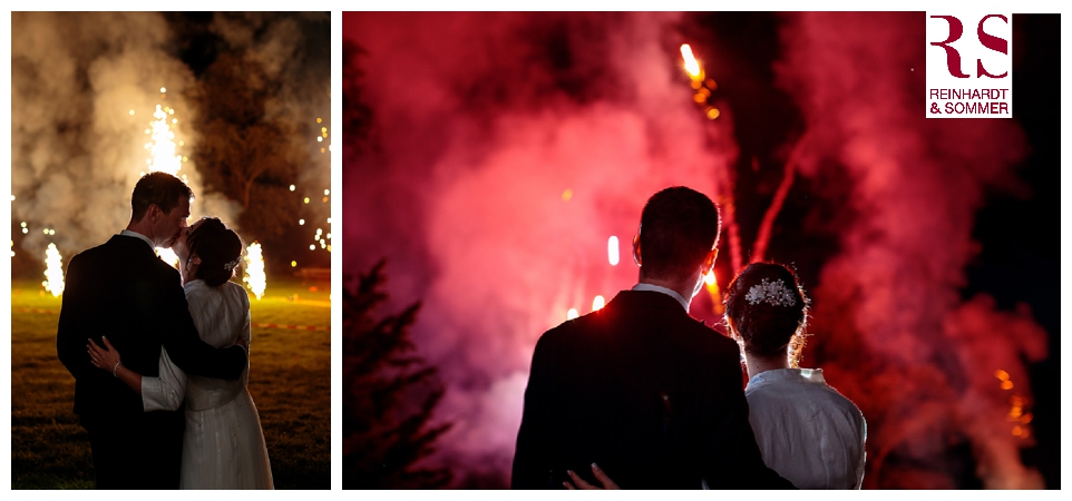 Hochzeitsfeuerwerk; Hochzeitspaar vor Feuerwerk