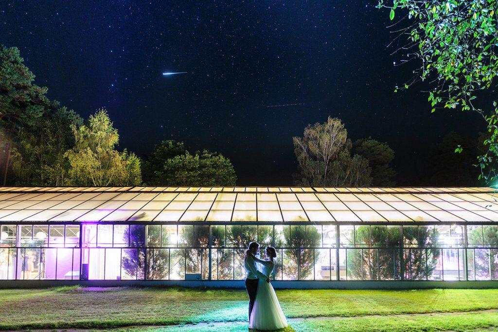 Hochzeitsfotos unter dem Sternenhimmel in Berlin
