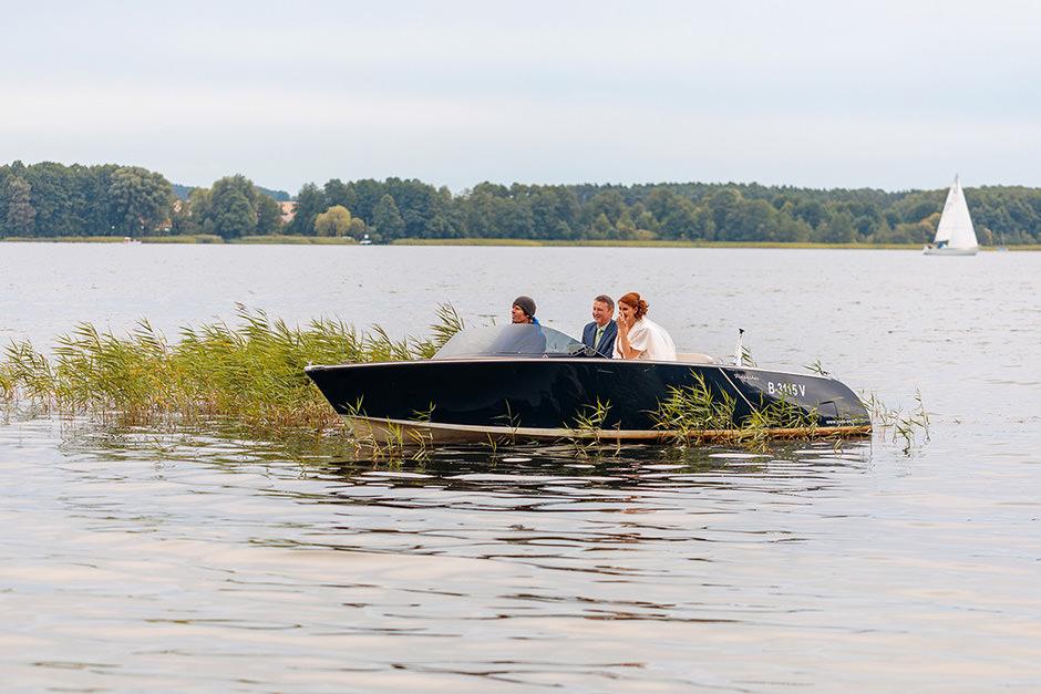 Braut Ankunft mit dem Boot auf dem Scharmützelsee A-ROSA