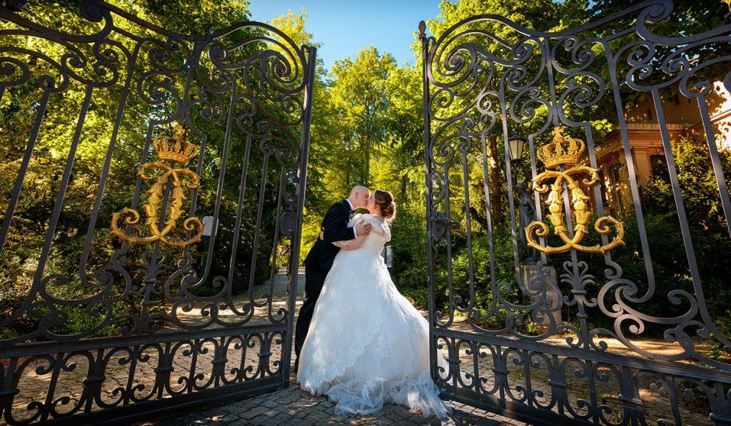 Das Brautpaar im Park vom Jagdschloss Glienicke