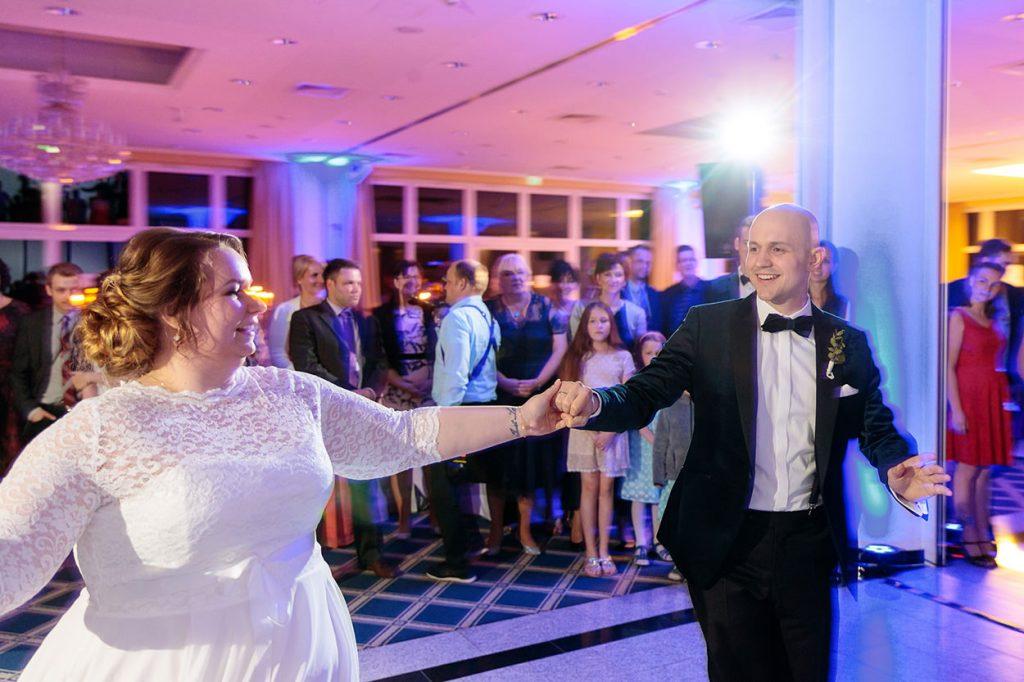 Das Brautpaar während des Eröffnunstanzes
