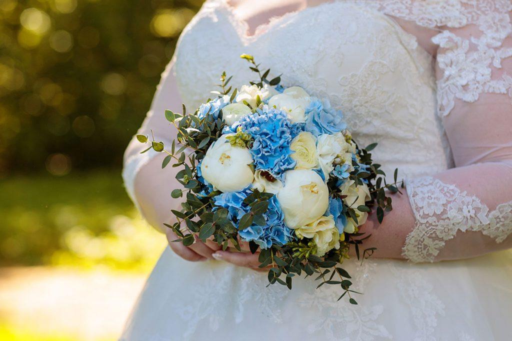 Der Brautstrauß muss natürlich auch in Szene gesetzt werden