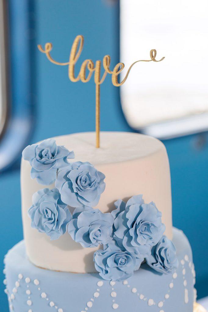 Dekoration im Detail von der Hochzeitstorte