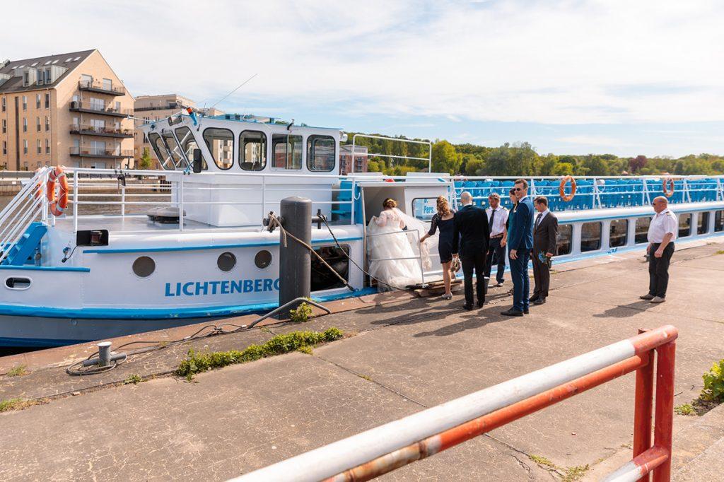 Eine schöne Schiffsrundfahrt lässt sich vom Hafen am Neuen Lustgarten in Potsdam aus starten