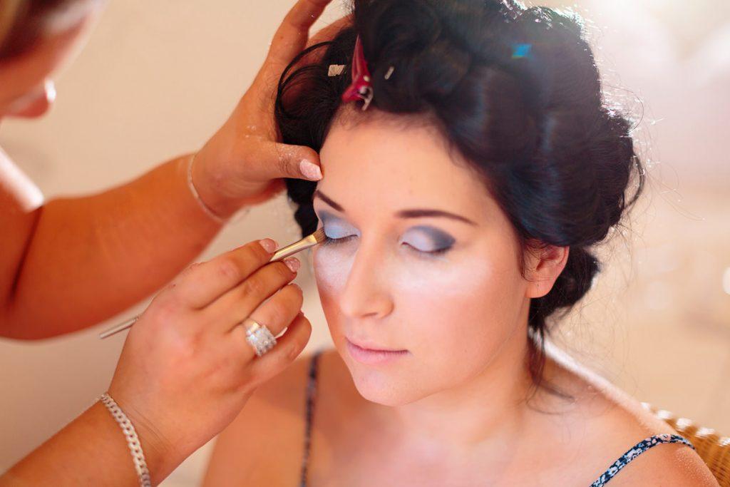 Vorbereitung der Braut am Hochzeitstag