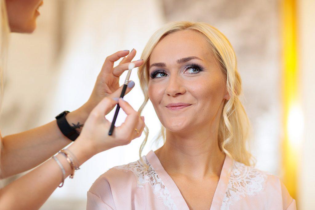 Die Braut wird im NH Hotel Potsdam gestyled