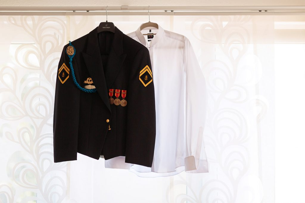 Marine Uniform des Bräutigams