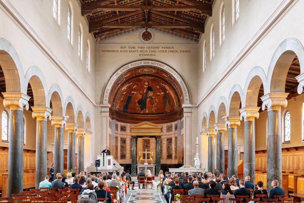 Momente während der Trauung in der Friedenskirche