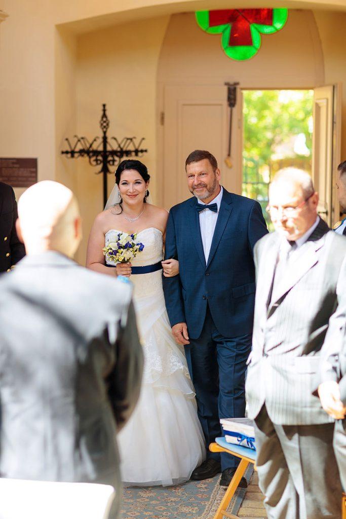 Einmarsch der Braut in die Alte Neuendorfer Anger Kirche