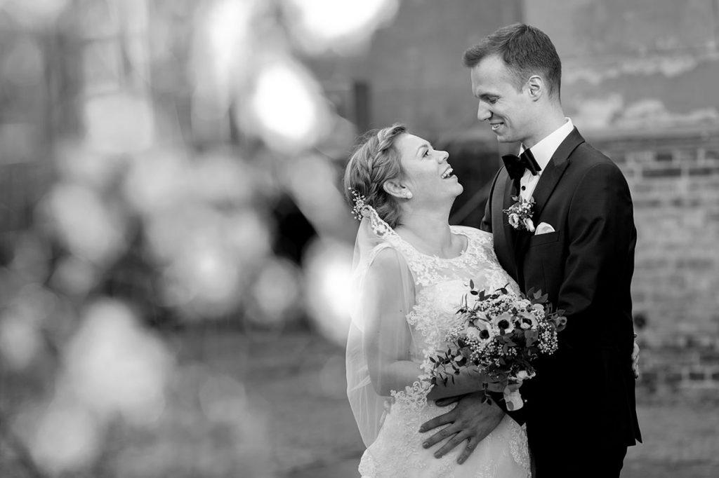Das frisch getraute Brautpaar im Park Sanssouci