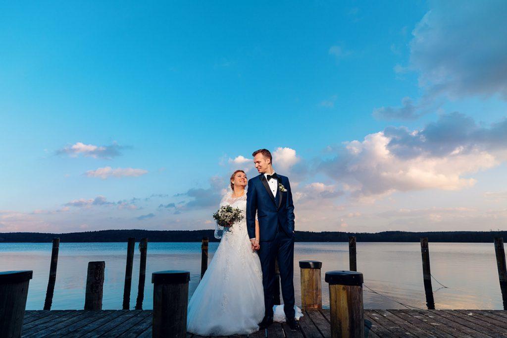 Hochzeitsfotos zum Sonnenuntergang im Februar auf dem Gelände des Kongresshotels Potsdam