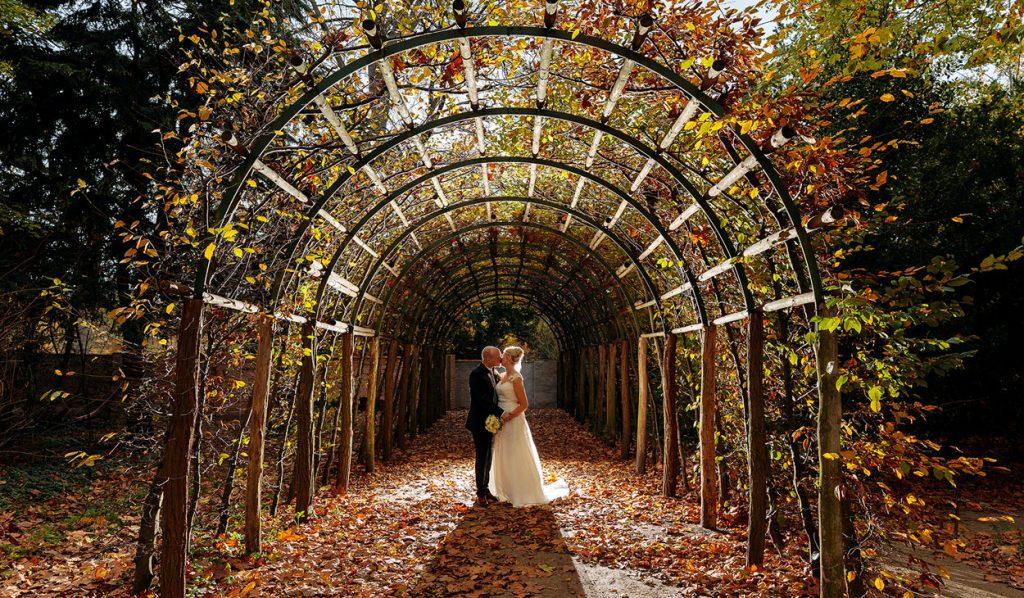 Brautpaar im herbstlichen Park Sanssouci Potsdam
