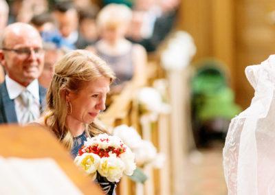Zwei Hochzeitsfotografen bei Einzug und Trauung