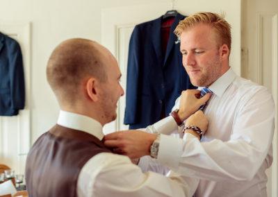 2 Hochzeitsfotografen bei Braut & Bräutigam