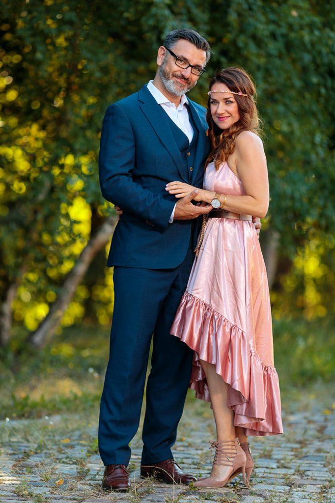 Fotos der Hochzeitsgäste vor dem BlauArt Tagungshaus