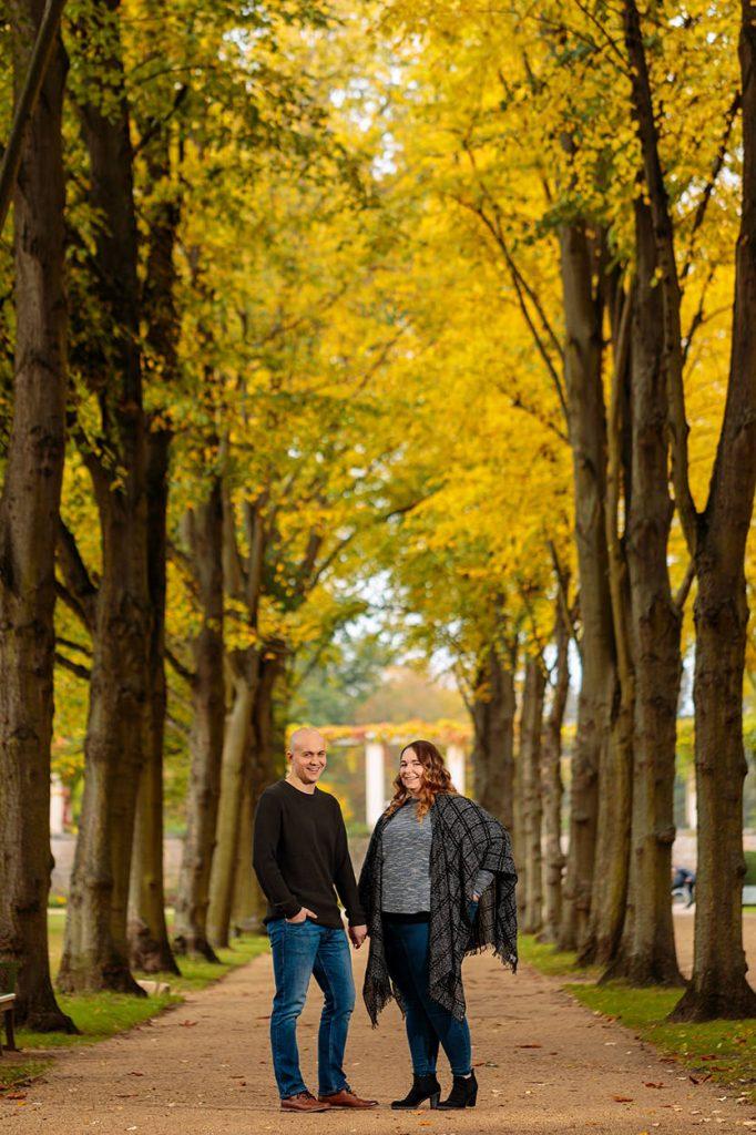 Verlobungsfotos im Herbst Park Sanssouci in unmittelbarer Nähe der Römischen Bäder Potsdam
