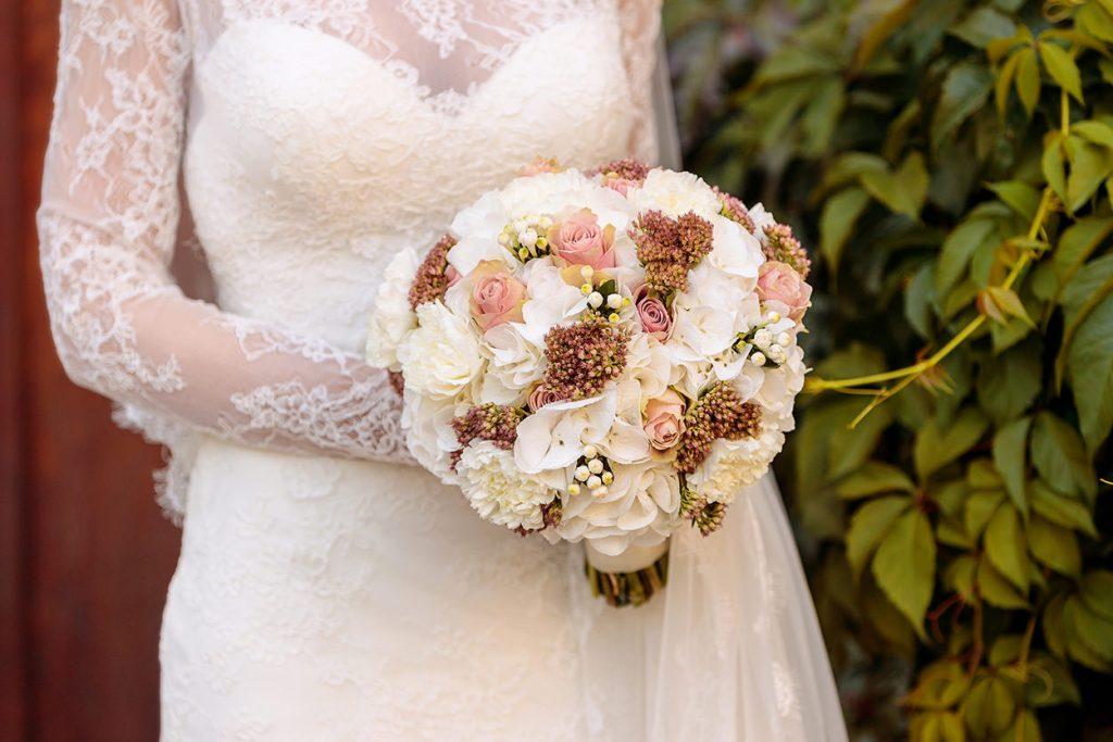 Der Biedermeier Brautstrauß