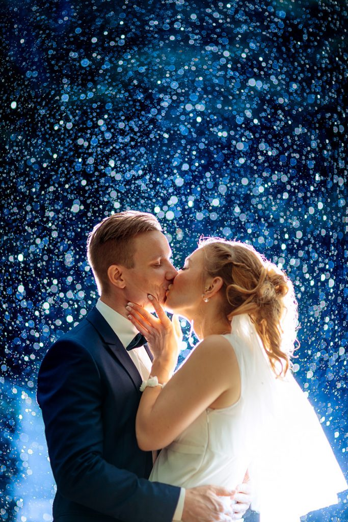 Hochzeitsfotos bei Regen zur Blauen Stunde