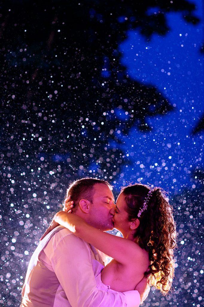 Dramatische Hochzeitsfotos bei Regen im Spreewald