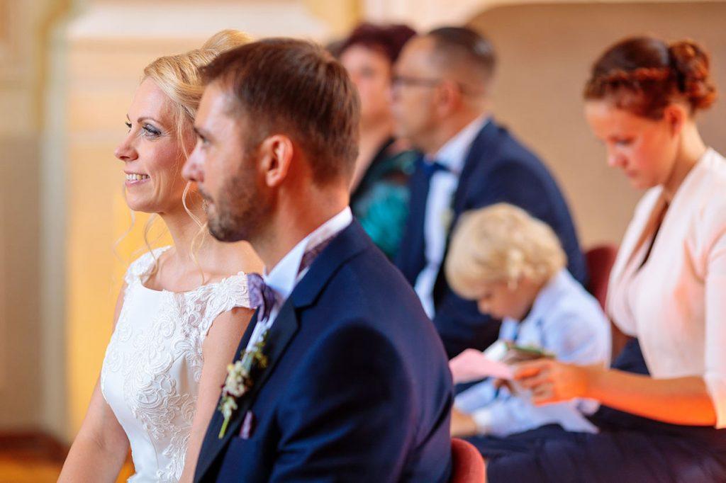 Das Brautpaar während der Trauung auf Schloss Neschwitz