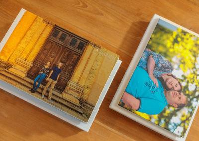 Gästebuch mit Fotos des Verlobungsshootings von Reinhardt & Sommer