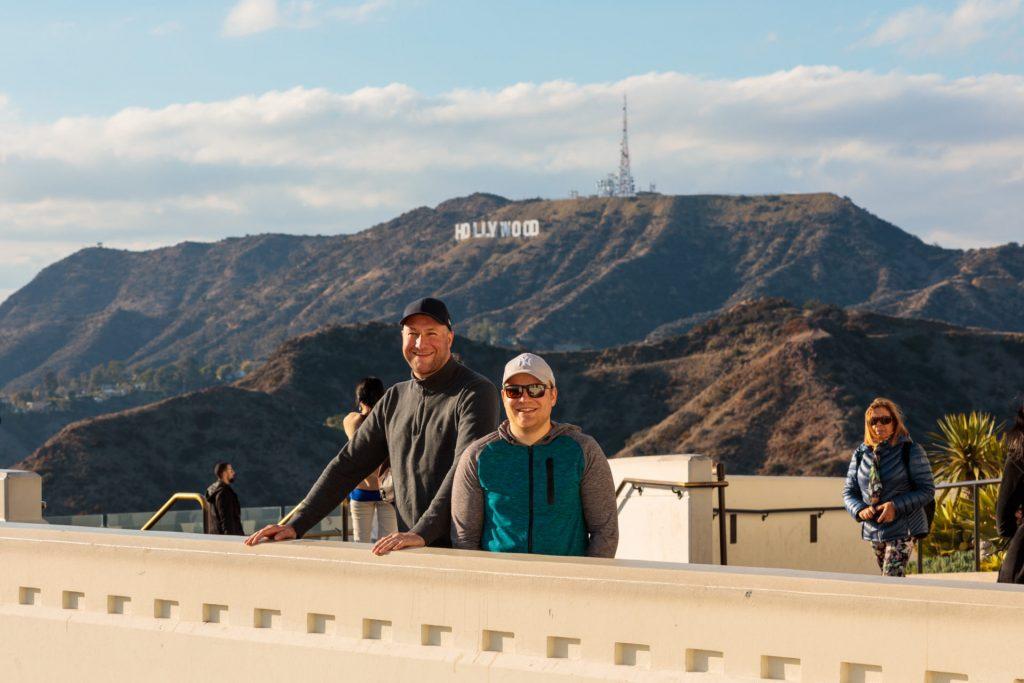 Auf nach Hollywood! Michael und Christian vor dem Hollywood Zeichen
