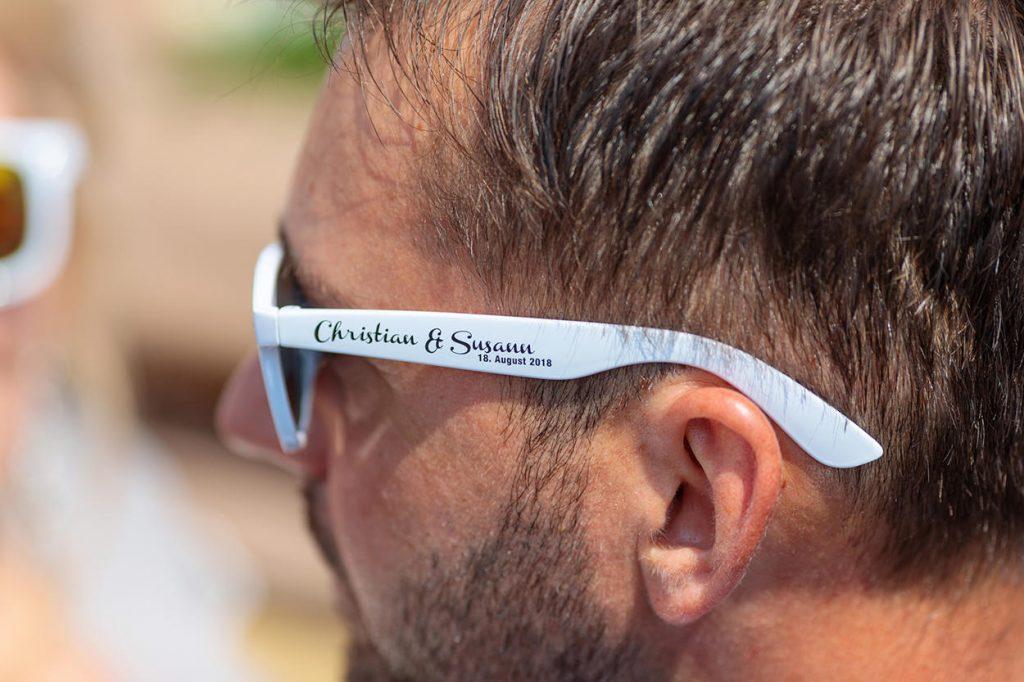 Sonnenbrillen als Hochzeitsdetails Fotos von Reinhardt & Sommer